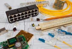 Sieci zmiana, UTP ethernety, okulistyczny kabel i inni elektroniczni składniki, Zdjęcie Stock