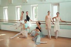 Siedem balerin przy baleta barem Obrazy Stock