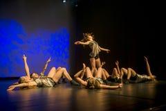 Οι χορευτές του θεάτρου χορού Luz αποδίδουν στη σκηνή Στοκ Φωτογραφία
