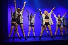 Tancerze Luzu tana Theatre wykonują na scenie obrazy royalty free
