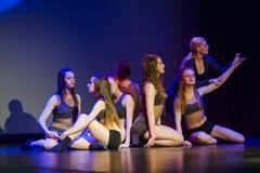 Tancerze Luzu tana Theatre wykonują na scenie obraz stock