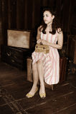siedząca bagaż kobieta Obraz Royalty Free