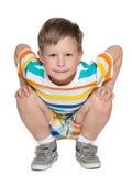 Siedząca chłopiec zdjęcie stock