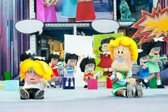 Siedzące komiczek postacie obrazy stock