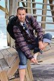 siedzący mężczyzna schodki Zdjęcie Royalty Free