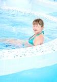 siedząca basen kobieta Obrazy Royalty Free