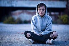 siedząca uliczna kobieta Obrazy Royalty Free