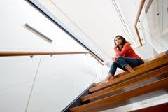 siedząc po schodach Zdjęcie Stock
