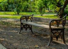 Siedzenia wśrodku parków Zdjęcia Royalty Free