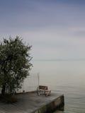 Siedzenie przy Garda jeziorem Zdjęcia Royalty Free