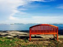 Siedzi samotnie w parku Zdjęcia Stock