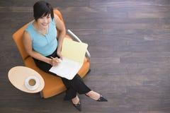 siedzi w bizneswoman kawy Zdjęcia Stock
