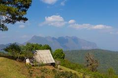 Siedziba na widoku górskiego tle przy Doi Mae Taman Chiang Ma Fotografia Royalty Free