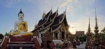 Siedzieć Buddha statuę przy Chiang Mai świątynią Zdjęcia Stock