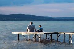 Siedzieć na molu Fotografia Royalty Free