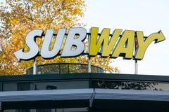 Siegen, северная Рейн-Вестфалия/Германия - 14 11 18: метро подписывает внутри siegen Германию стоковое фото