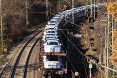 Siegen, Nordrhein-Westfalen/Deutschland - 14 11 18: Autoreisezug nahe siegen Deutschland stockfotografie