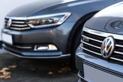Siegen, Nordrhein-Westfalen/Deutschland - 14 11 18: VW-Zeichenautos im siegen Deutschland lizenzfreies stockfoto