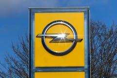 Siegen Północny Westphalia, Germany,/- 14 11 18: opel samochodowy budynek podpisuje wewnątrz siegen Germany zdjęcie stock