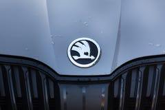 Siegen Północny Westphalia, Germany,/- 14 11 18: skoda samochód podpisuje wewnątrz siegen Germany obraz stock