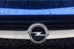 Siegen, Rhénanie-du-Nord-Westphalie/Allemagne - 14 11 18 : la voiture d'opel signent dedans le siegen Allemagne photographie stock libre de droits