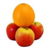 Sieger-große Orange auf Gruppe des roten Apfels Lizenzfreies Stockbild