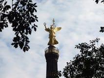 Siegesaeule in Tiergarten in zonsondergang Stock Afbeeldingen