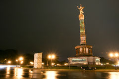 Siegessäule na noite Berlim, Alemanha Fotos de Stock Royalty Free