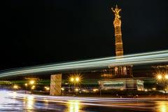 Siegessäule przy nocą Berlin, Niemcy Fotografia Stock