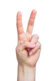 Siegeszeichen des jungen Mädchens Hand Lizenzfreie Stockfotografie