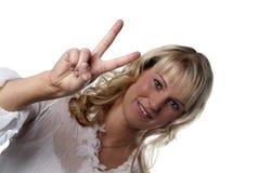 Siegzeichen der jungen Frau Lizenzfreie Stockbilder