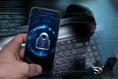 Siekać urządzenia przenośne hackerami Ochrona danych w chmurze obrazy stock