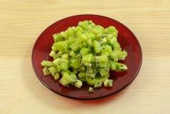 Siekająca up kiwi owoc na zieleń talerzu Obraz Royalty Free