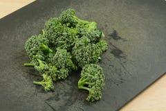 Siekający świezi brokułów florets zdjęcie stock