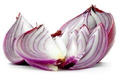 Siekający czerwonej cebuli purpur cięcia plasterki odizolowywający na białym tle Zdjęcie Royalty Free