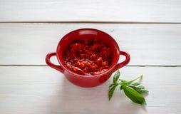 Siekający pomidory na białym tle Odgórny widok fotografia stock