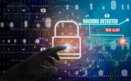 Siekający wykrywającego abstrakcjonistycznego pojęcie, palce dotykają kłódka symbol Z ochroną cyfrowa kradzież tożsamości i prywa obraz royalty free