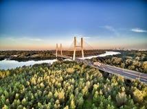 Siekierkowski桥梁在华沙在日出期间的波兰 免版税库存照片
