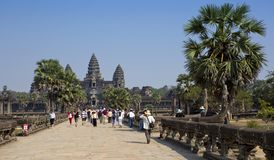 SIEM ΣΥΓΚΕΝΤΡΏΝΕΙ, ΚΑΜΠΌΤΖΗ - 31 ΙΑΝΟΥΑΡΊΟΥ 2015: οι τουρίστες στο ναό Angkor Wat, Siem συγκεντρώνουν, Καμπότζη Στοκ φωτογραφίες με δικαίωμα ελεύθερης χρήσης