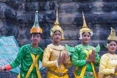 SIEM OOGST, 24 Kambodja-Februari, 2015: Niet geïdentificeerde cambodians in Na Royalty-vrije Stock Afbeeldingen