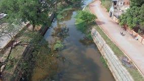 Siem oogst rivier op een zonnige dag stock footage