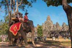 Siem Przeprowadza żniwa, Kambodża, Dec - 08 2016: Goście przy Bayon świątynią w A Zdjęcie Stock