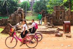 Siem Przeprowadza żniwa, Kambodża, Grudzień - 6, 2016: Dzieci Zdjęcie Stock