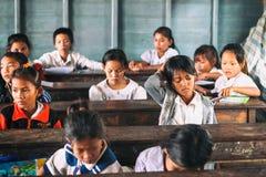 Siem Przeprowadza żniwa, Kambodża - 21 Styczeń, 2015: Kambodżańscy ucznie przy szkolną klasą w spławowej wiosce Fotografia Stock