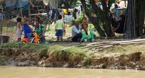 Siem Przeprowadza żniwa, Tonle aproszy rzeka Kambodża, Marzec, - 2018: Biedy Fishermans życie na tonle aproszy rzece Obrazy Royalty Free