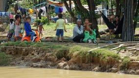 Siem Przeprowadza żniwa, Tonle aproszy rzeka Kambodża, Marzec, - 2018: Biedy Fishermans życie na tonle aproszy rzece Obrazy Stock