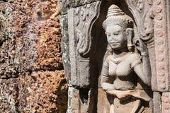 Siem Reap, Камбоджа - 11-ое декабря 2016: Сброс на соме животиков в Angkor A Стоковое Фото