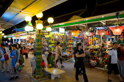 Mercado da noite de Siem Reap, Cambodia Fotos de Stock Royalty Free