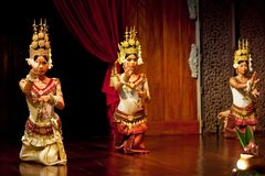 Apsara Dance, Cambodia. SIEM REAP, CAMBODIA - JANUARY 04: Khmer classical dancers performing in traditional costume on January 04, 2013 in Siem Reap, Cambodia Royalty Free Stock Images