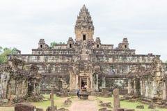 Siem Reap Cambodja - December 01 2016: Bakong i Roluos tempel En gitarr för F Royaltyfri Foto